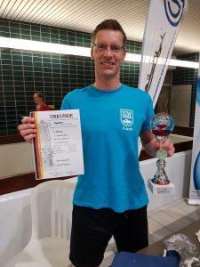Frank Gruner - Mit Urkunde und Pokal bei den deutschen Mannschaftsmeisterschaften der Masters