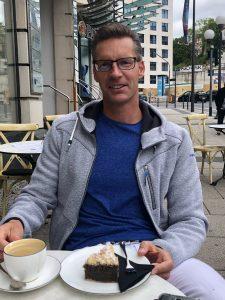 Frank Gruner Was ist das Geheimnis meines Erfolges? Jede Woche mindestens ein Stück von meinem Lieblingskuchen (Mohn-Streusel vom www.cafe-blum.de in Wiesbaden). Jetzt ist es raus :-)