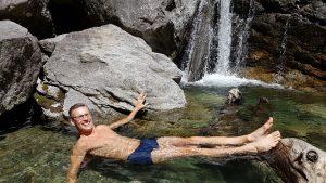Frank Gruner - Baden am Fuße eines Wasserfalls in Südtirol